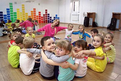 <p>Для вашего удобства, школа танцев Dance Life, помимо основного филиала в районе «Водстрой», проводит занятия современными эстрадными танцами с элементами гимнастики и акробатики для детей от 3 до 16 лет в каждом районе Белгорода!<br /> Наш администратор с удовольствием проконсультирует Вас и поможет подобрать ближайший филиал к Вашему дому.</p>