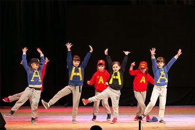 <p>Для вашего удобства, школа танцев Dance Life, помимо основного филиала в районе «Водстрой», проводит занятия современными эстрадными танцами с элементами гимнастики и акробатики для детей от 3 до 12 лет в каждом районе Белгорода!<br /> Наш администратор с удовольствием проконсультирует Вас и поможет подобрать ближайший филиал к Вашему дому.</p>