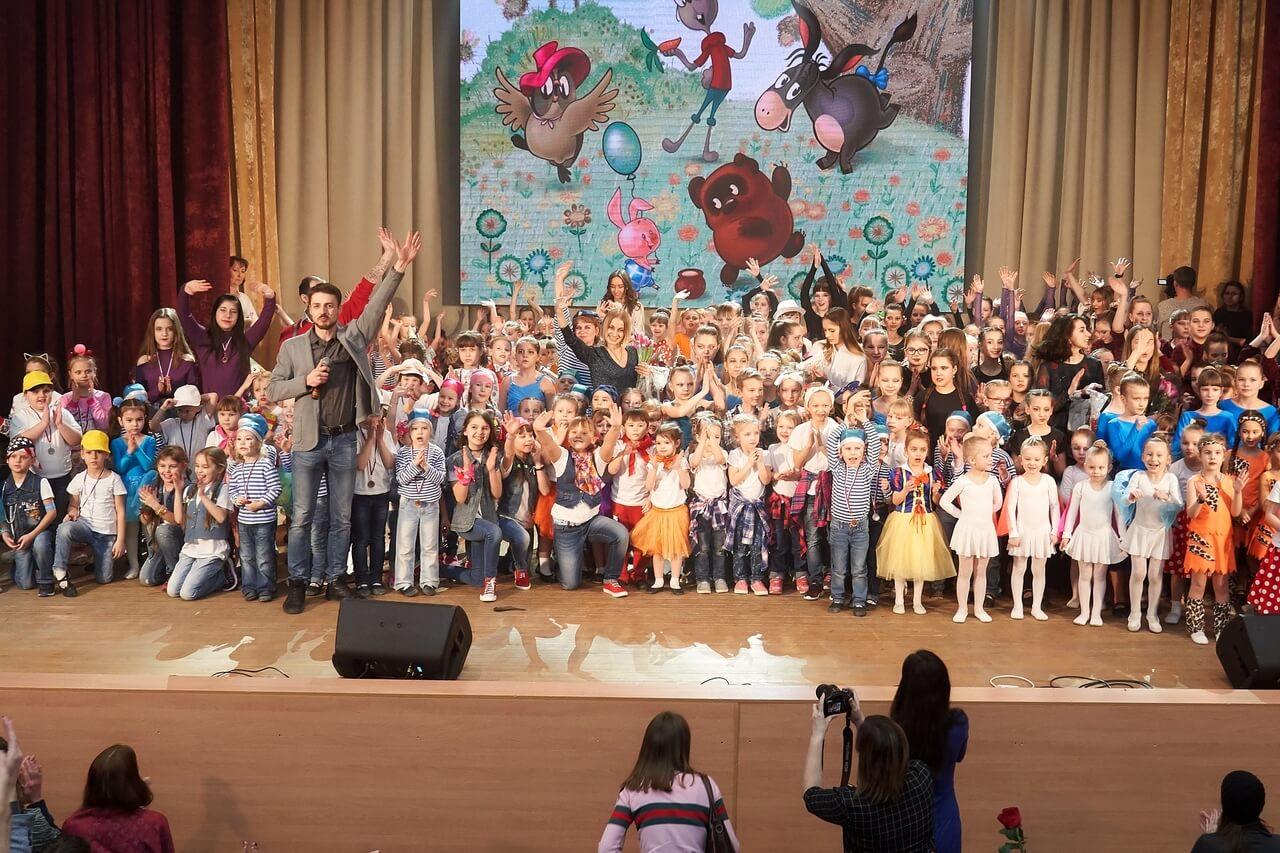 Более 300 детей школы Dance Life на отчетном концерте