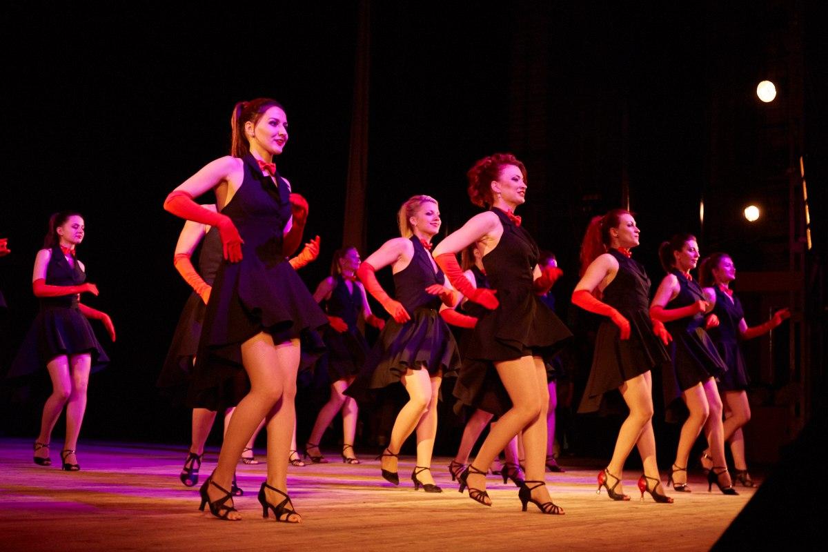Команда школы танцев Dance Life готова выступить на ваших мероприятиях на публичных площадках Белгорода абсолютно бесплатно