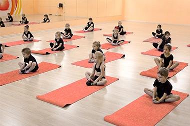 Занятия современными эстрадными танцами с элементами гимнастики и акробатики для детей от 3 до 12 лет в каждом районе Белгорода!