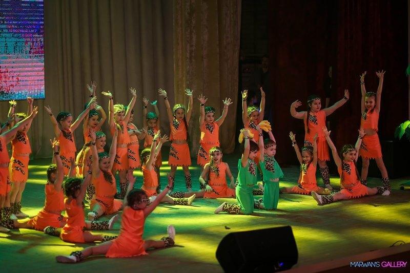 Танец открытая попка шоу